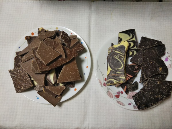 チュベ・ド・ショコラの割れチョコの内容物